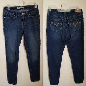 Levi's skinny jeans size 28